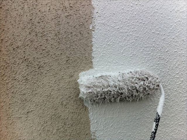 外壁の中塗り中です。