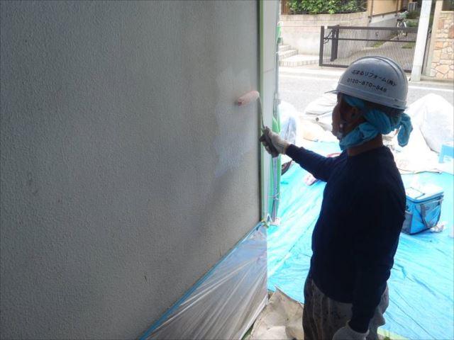 外壁塗装の下塗りです。
