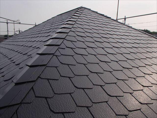 遮熱塗料で塗られた屋根。美しい艶が出ています。