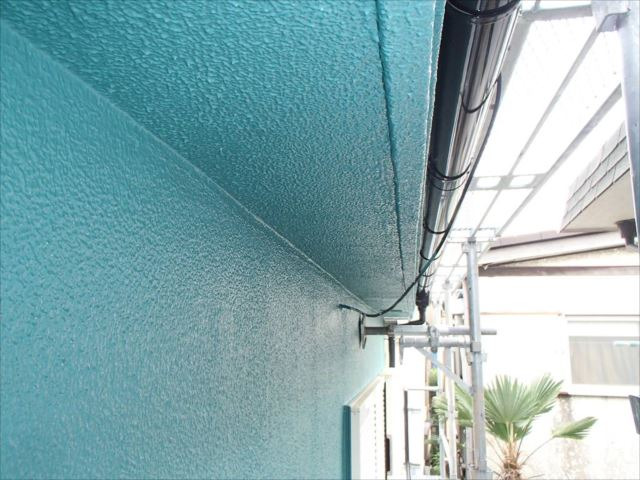 弾性塗装で仕上げた外壁。これでクラック対策は万全です。