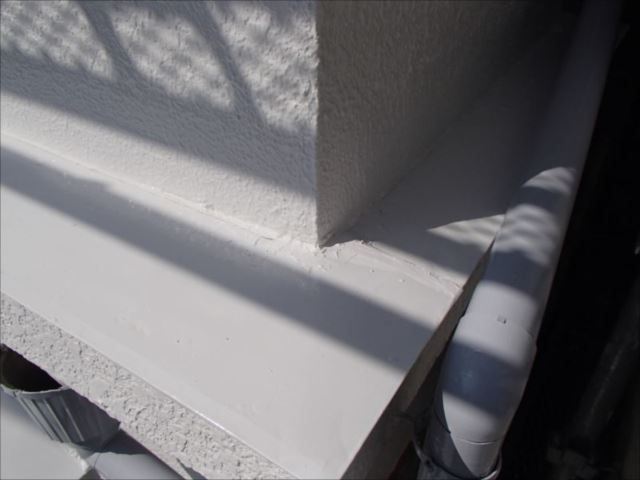 雨漏り対策工事でモルタルを補修した部分も違和感なく仕上がりました。