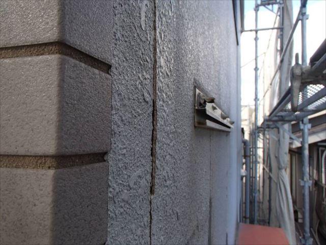 ALC外壁表面のモルタルが浮いてしまっています。