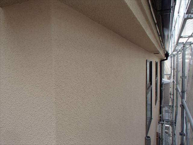 リシン吹き付けの外壁。艶消し塗料の美しい質感が出ています。