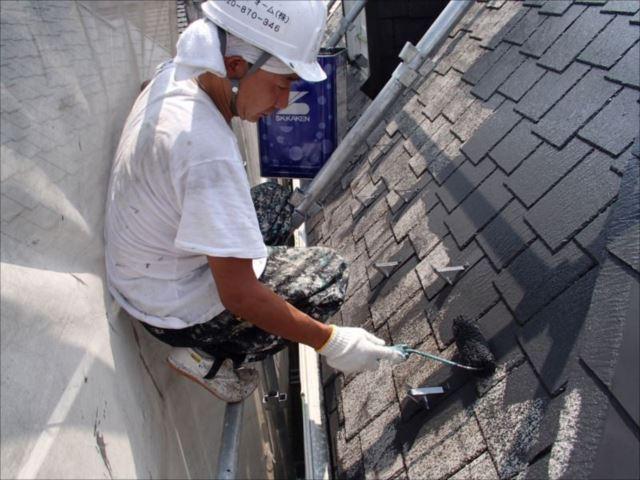 中塗り・上塗りには遮熱塗料の「クールタイト」を使用しました。