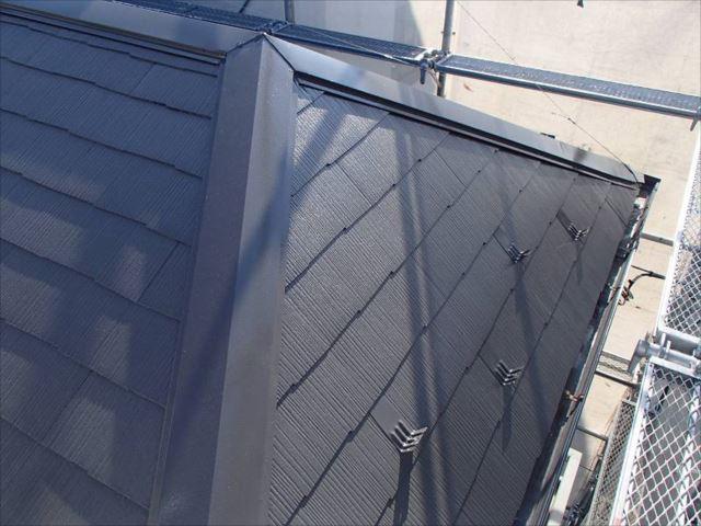 施工後の屋根です。遮熱塗料の色は「セピアブラウン」です。
