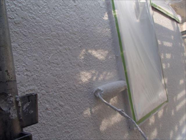 外壁の中塗り・上塗りにはSK化研の「水性セラミシリコン」を使用しました。