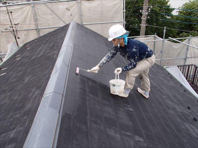 屋根塗装の下塗りです。