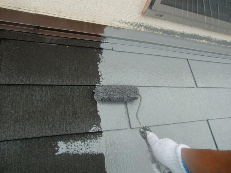 屋根中塗り CLR-106色はグレーです。