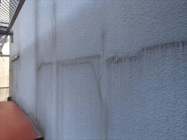 既に雨漏り対策としての補修痕がたくさんありました。