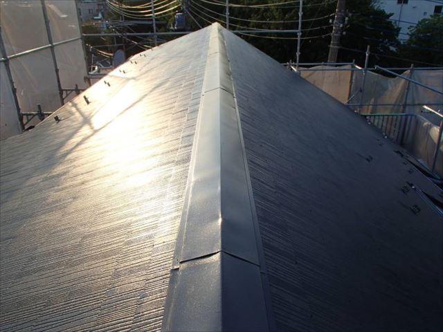 遮熱塗料で塗られた屋根は美しい艶が出ています。