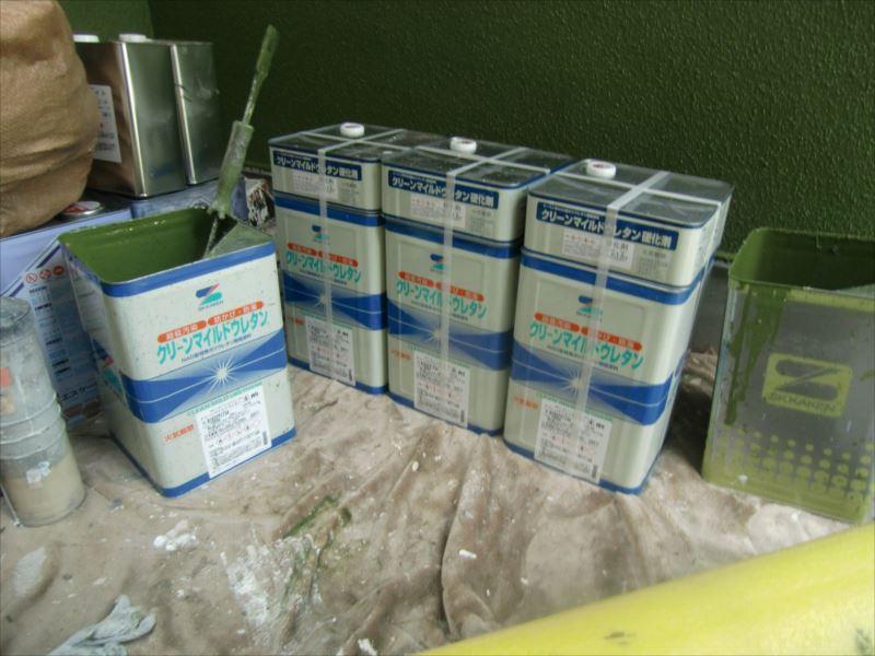 クリーンマイルドウレタンも2液タイプです。 主剤と硬化剤を塗装前に混合します。