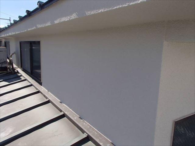 施工後の外壁です。クラック処理をしっかり行って塗装しました