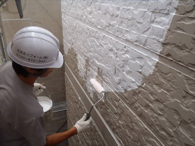 外壁の下塗りです。