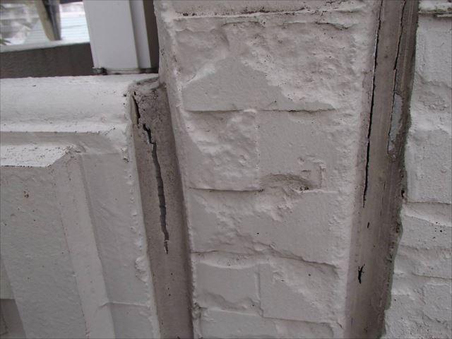 ALCパネルの板間目地シールがあちこちで切れていました。