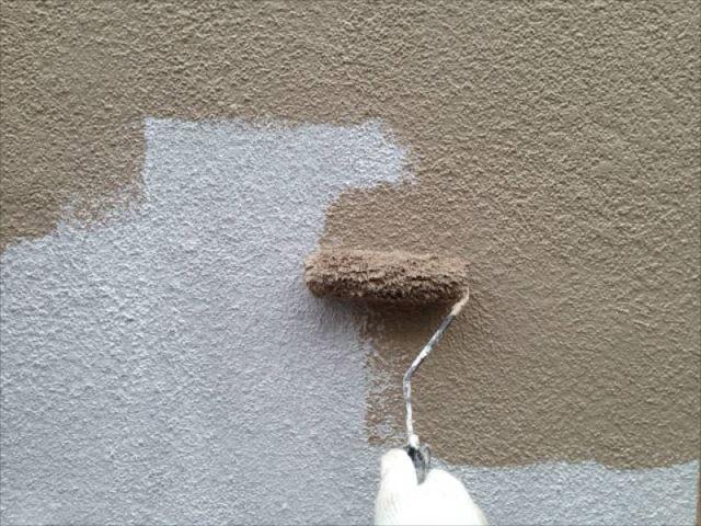 外壁の中塗りです。