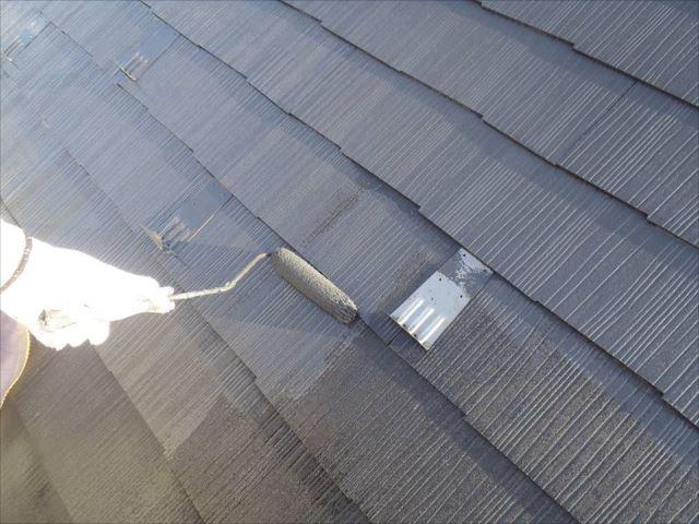 屋根塗装には遮熱塗料の「クールタイト」を使用しています。