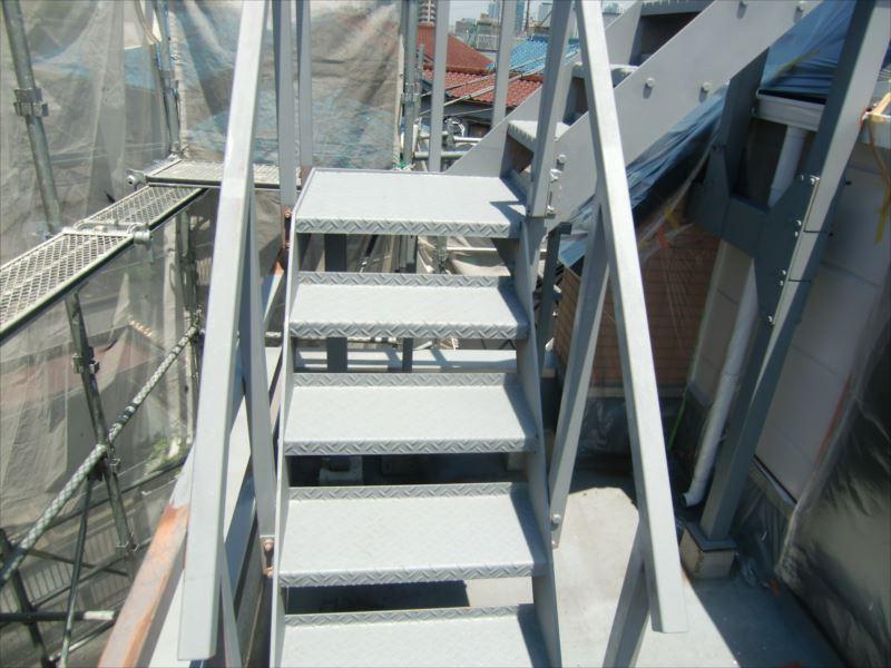 鉄部下塗り 屋上用階段