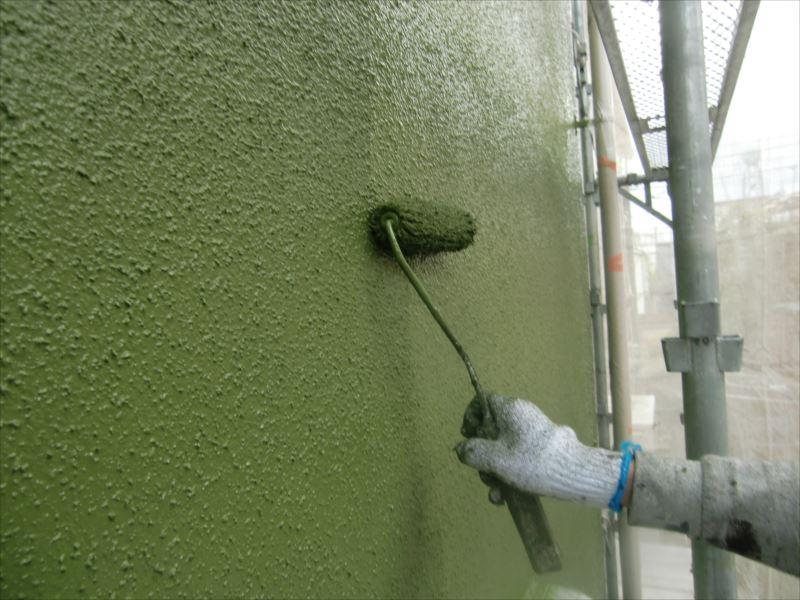 中塗りの上に上塗りをします。