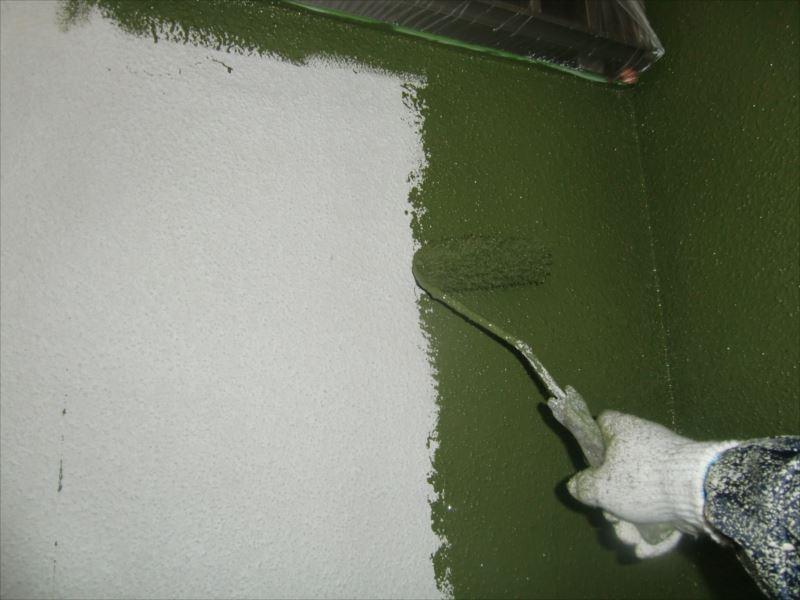 外壁に塗装していきます。