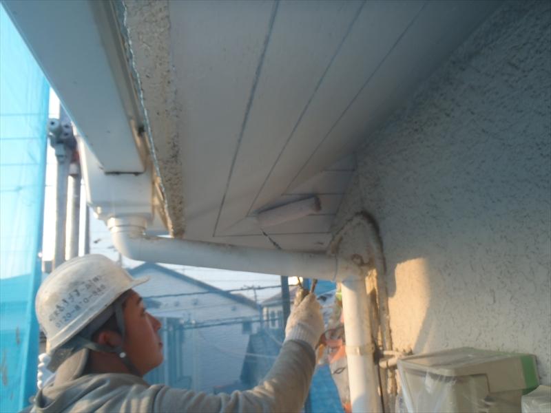 こちらは外壁とは違う素材なので、素材に合わせた塗料を塗装します。