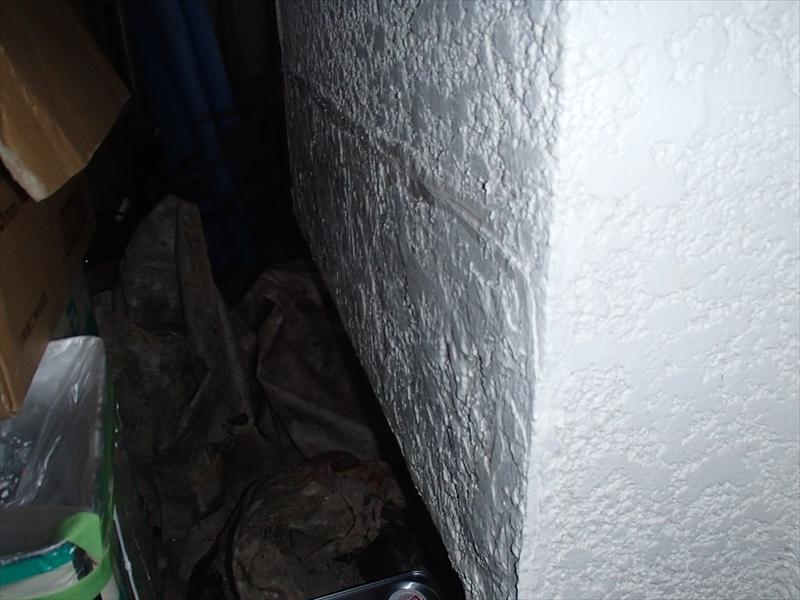 外壁の大きなひび割れを補修しました。