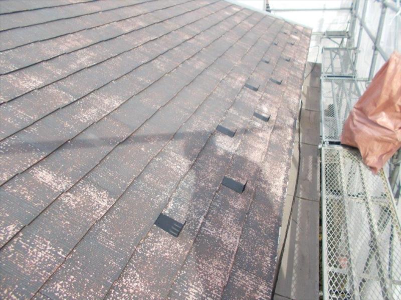 K様邸の屋根に雪止めを取り付けました。