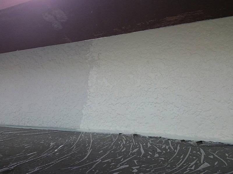 雪を乾かした後に塗装再開、外壁の中塗りです。