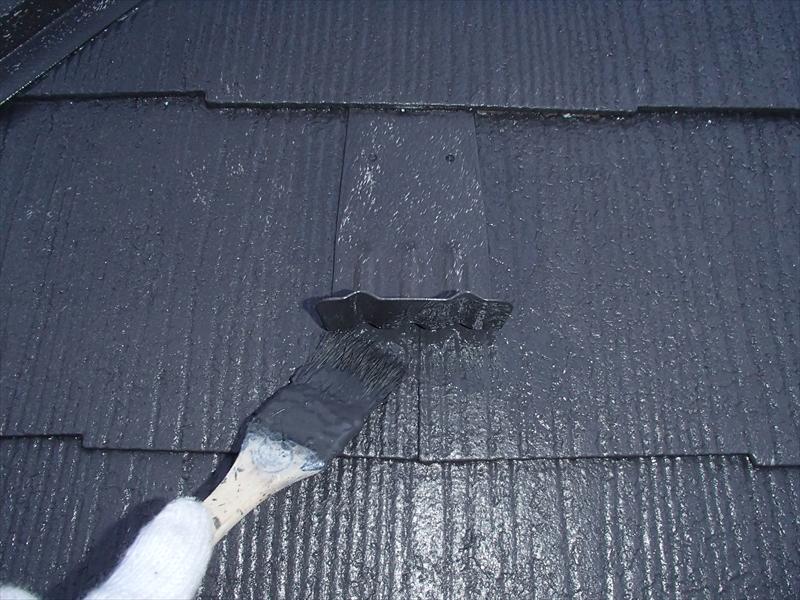 屋根の雪止めもしっかりと塗装しました。