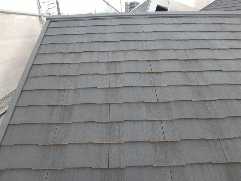 屋根は退色・クラック(ヒビ)が見られます