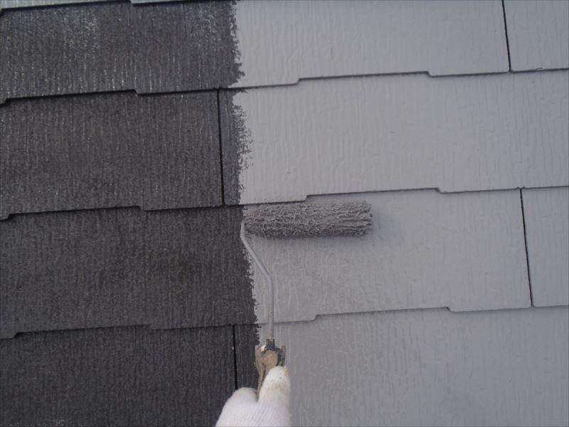 屋根は年数なりの劣化、コケが見られます