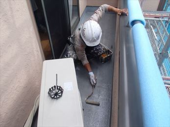 防水塗装、鉄部下塗り