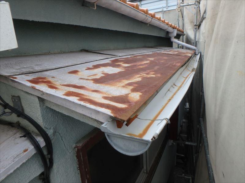 トタン屋根と雨樋