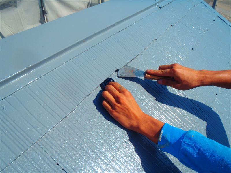 屋根中塗り タスペーサー取付け