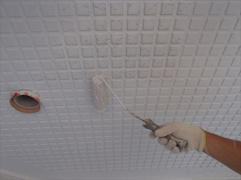 ガレージ天井塗装 中塗り
