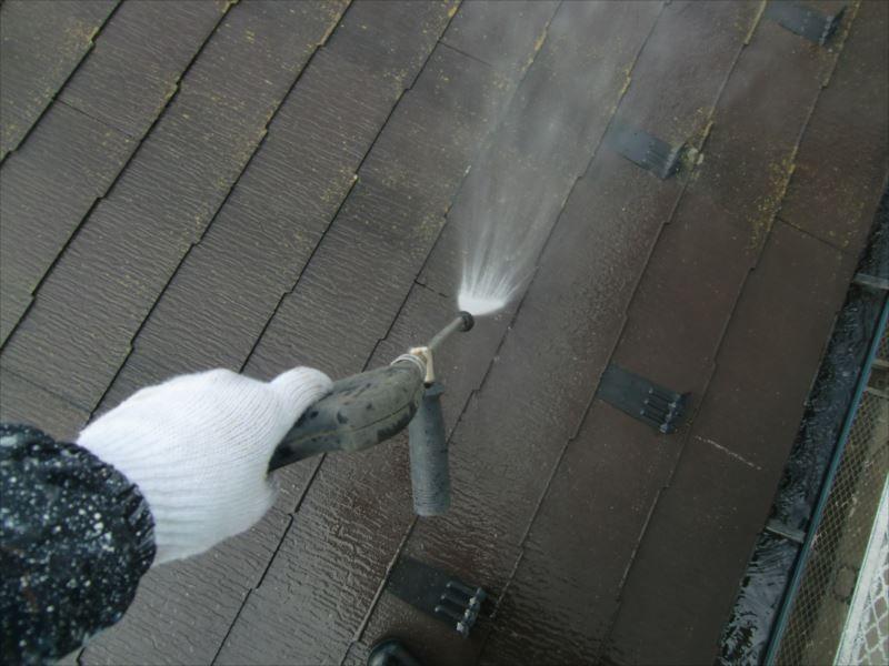 屋根の洗浄を開始します