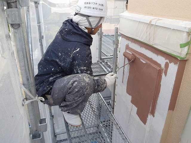 住宅の塗装では刷毛とローラーを同時に塗る