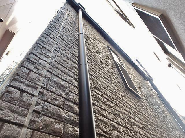 超丈夫なサイディング外壁!目地や雨どいの交換と共にクリヤー塗装を行いました