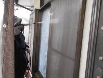 外壁と一緒に網戸も洗浄します