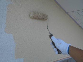 外壁の中塗りと上塗りは「SK化研の水性セラミシリコン」です