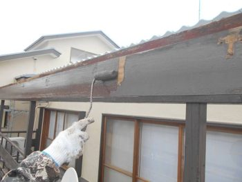 木製バルコニー屋根下地の塗装