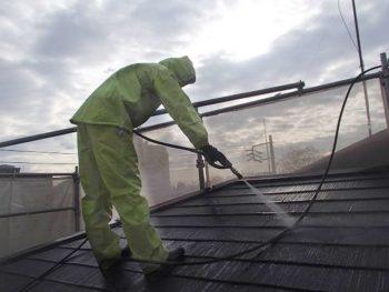 コロニアルの屋根を洗っていきます