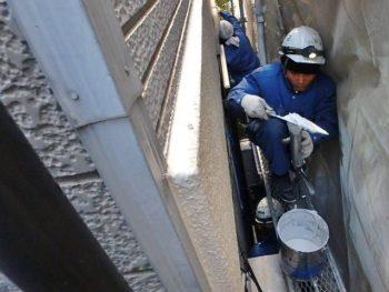 サイディング外壁のシーリング材の撤去・交換工事を行います。