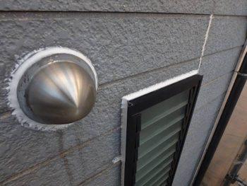 シーリング工事を行う場所その① 換気扇フードやサッシ窓などの外壁と室内への貫通部分