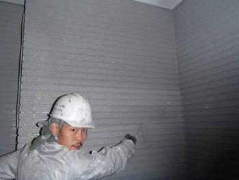 続いて外壁の上塗りです。