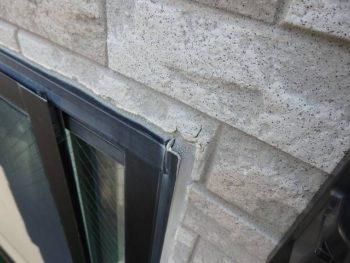 結局外壁の劣化予防というより、シーリングの劣化があるので「ついでに」外壁塗装もする事になりました。