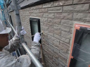 厚く塗ってしまった場所は垂れが出てきてしまいます。硬化する前にきっちり処理します。