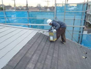 屋根の2回塗りです。
