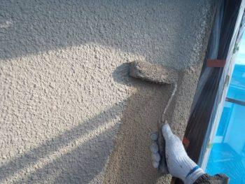 外壁の上塗りです。