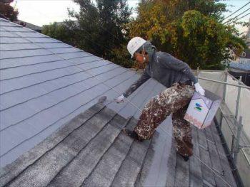 屋根塗装中です。