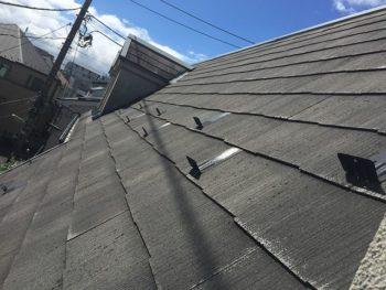 南側の屋根 急傾斜な屋根なので、屋根に足場が必要です。
